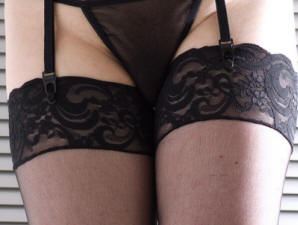 Back seam lace top stockings