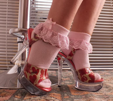 Pink lace ankle socks